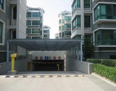 对地下停车场入口