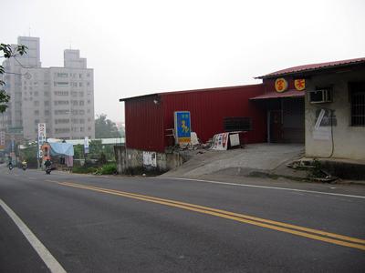 门前马路倾斜或不平